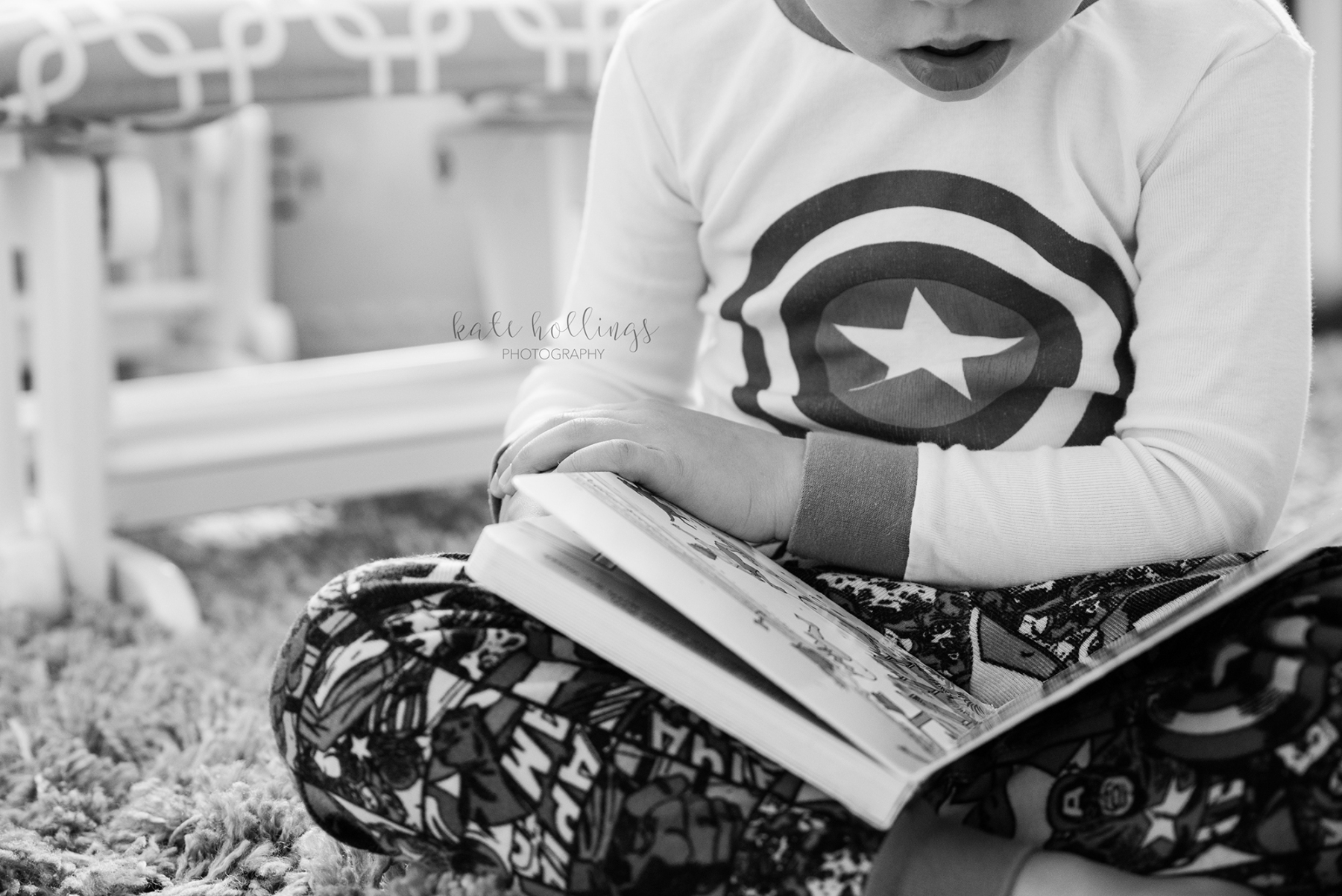 Capt America reading